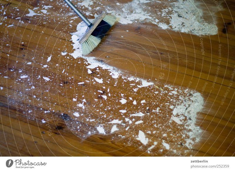 Besen Häusliches Leben Wohnung Haus Renovieren Umzug (Wohnungswechsel) einrichten Raum Wohnzimmer Handwerker Werkzeug Holz streichen dreckig Sauberkeit dielen