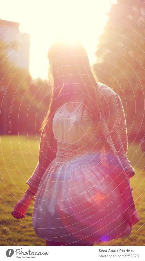 in gedenken an schöne warme tage ^^ feminin Junge Frau Jugendliche 1 Mensch 18-30 Jahre Erwachsene Frühling Sommer Schönes Wetter Park Wiese Mode Rock Kleid