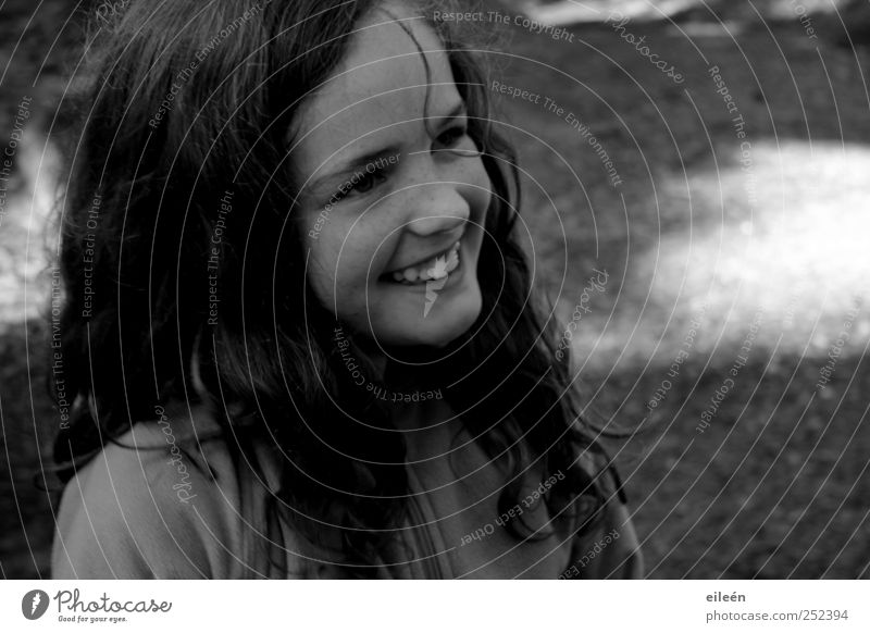 laughing emelie Mensch Kind Natur Jugendliche schön Mädchen Sonne Freude feminin Gefühle Glück lachen Kindheit frisch frei