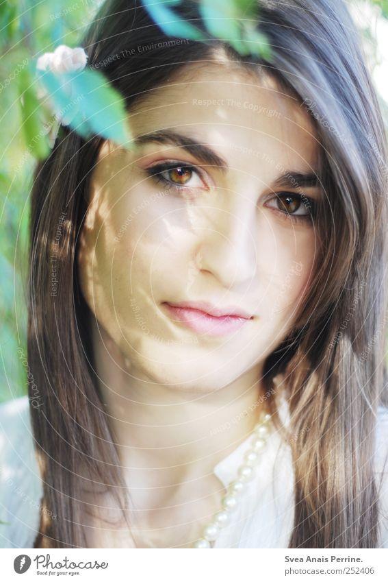 nil. Mensch Natur Jugendliche schön Sommer Gesicht Erwachsene Umwelt feminin Haare & Frisuren Park Zufriedenheit Fröhlichkeit 18-30 Jahre einzigartig Beautyfotografie