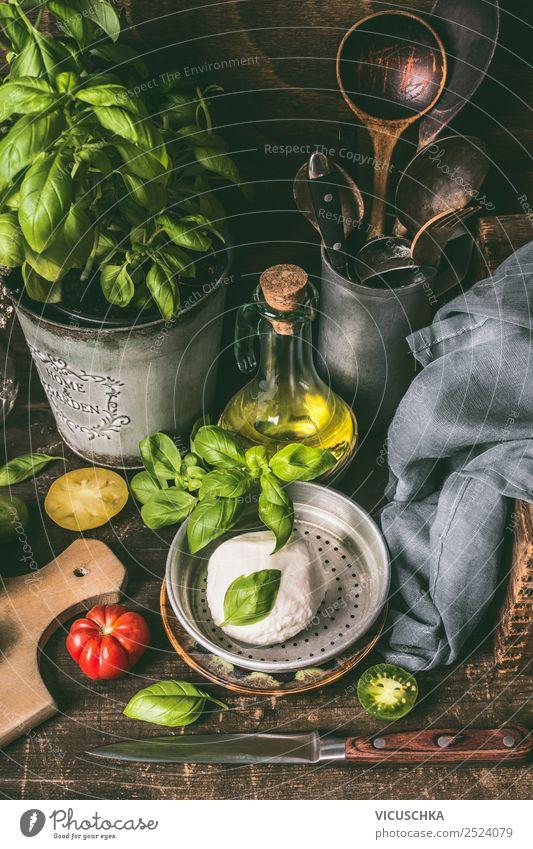 Mozzarella Käse auf rustikalem Küchentisch Lebensmittel Kräuter & Gewürze Öl Ernährung Mittagessen Bioprodukte Italienische Küche Geschirr Stil Design