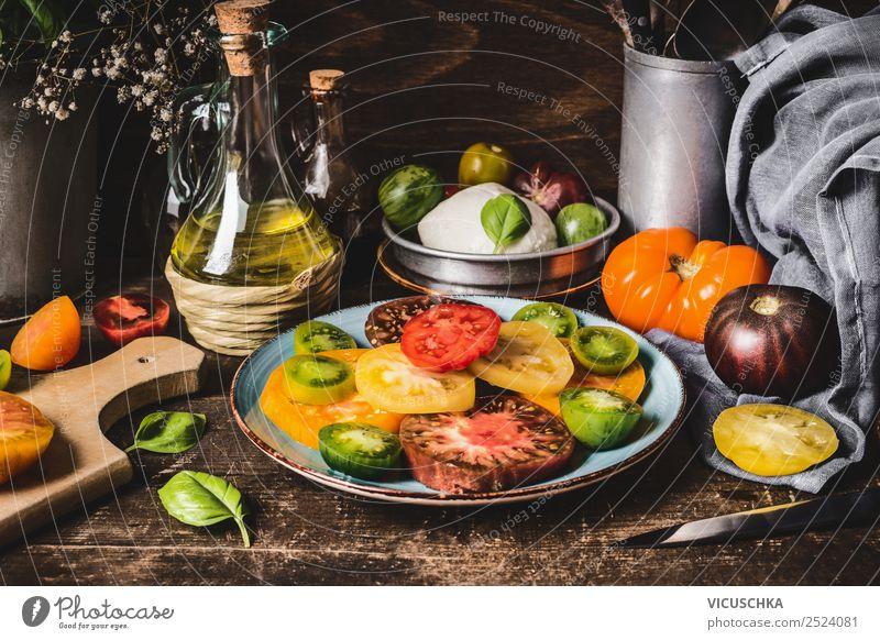 Tomaten Salat rustikal Lebensmittel Gemüse Ernährung Mittagessen Bioprodukte Vegetarische Ernährung Diät Geschirr Teller Besteck Stil Design Gesunde Ernährung