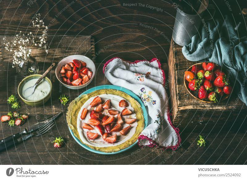 Pfannkuchen mit Joghurt und Erdbeeren Lebensmittel Frucht Teigwaren Backwaren Dessert Ernährung Geschirr Teller Schalen & Schüsseln Löffel Stil Design Crêpe