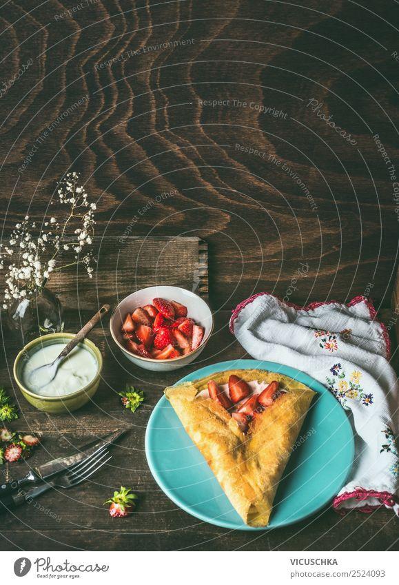 Pfannkuchen mit Erdbeeren und Joghurt Lebensmittel Frucht Teigwaren Backwaren Ernährung Frühstück Vegetarische Ernährung Geschirr Stil Design Häusliches Leben