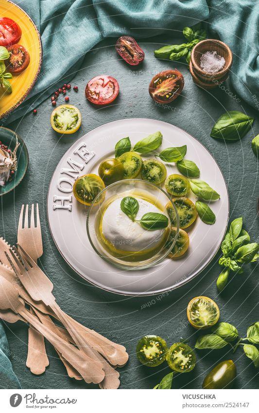 Teller mit Mozzarella mit Tomaten und Olivenöl Lebensmittel Käse Gemüse Salat Salatbeilage Kräuter & Gewürze Öl Ernährung Mittagessen Abendessen Büffet Brunch