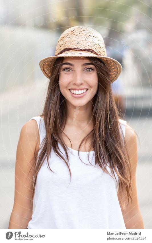 Frau Mensch Sommer schön weiß Freude Gesicht Lifestyle Erwachsene Gefühle Glück Mode elegant Lächeln stehen Fröhlichkeit