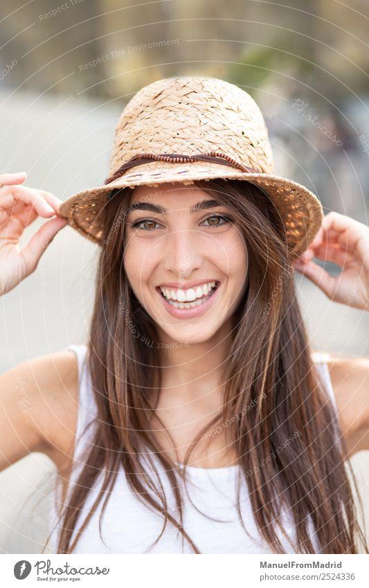 Frau Mensch Sommer schön weiß Freude Gesicht Lifestyle Erwachsene Gefühle Glück Mode elegant Lächeln stehen Kleid