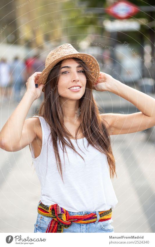 Frau Mensch Sommer schön weiß Freude Gesicht Lifestyle Erwachsene Glück Mode elegant Lächeln stehen Kleid Beautyfotografie