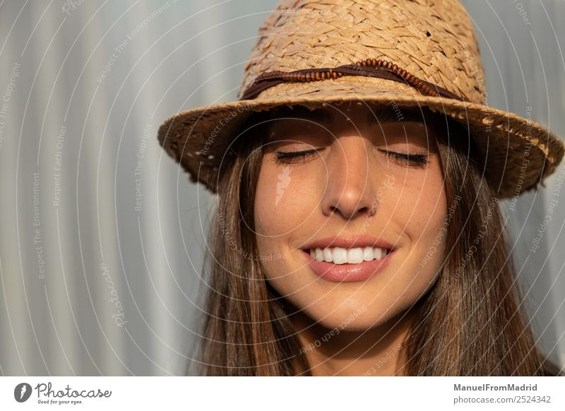 Frau Mensch Sommer schön weiß Freude Gesicht Lifestyle Erwachsene Gefühle Glück Mode elegant Lächeln stehen Beautyfotografie