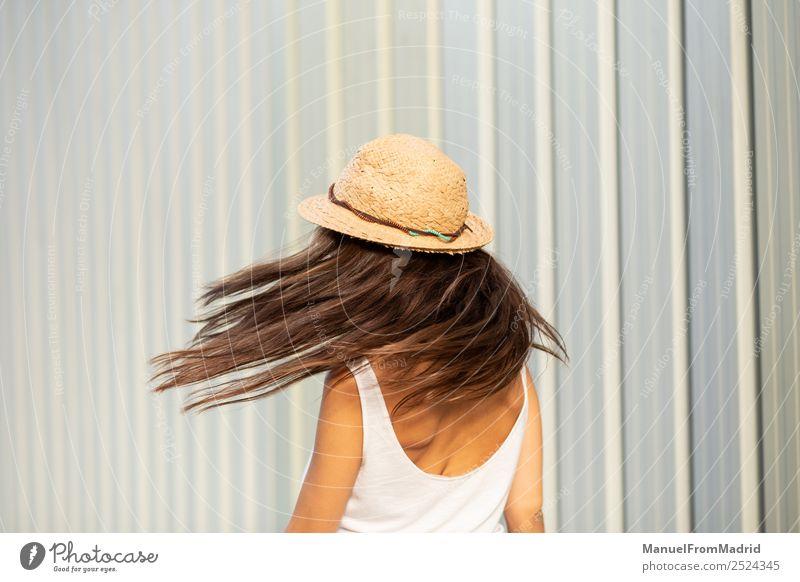 Frau Mensch Sommer schön weiß Freude Lifestyle Erwachsene Bewegung Glück Freiheit Mode elegant stehen Fröhlichkeit Kleid
