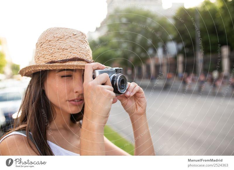 Frau Ferien & Urlaub & Reisen Sommer schön weiß Freude Straße Erwachsene natürlich Stil Mode Freizeit & Hobby retro Technik & Technologie stehen Aktion