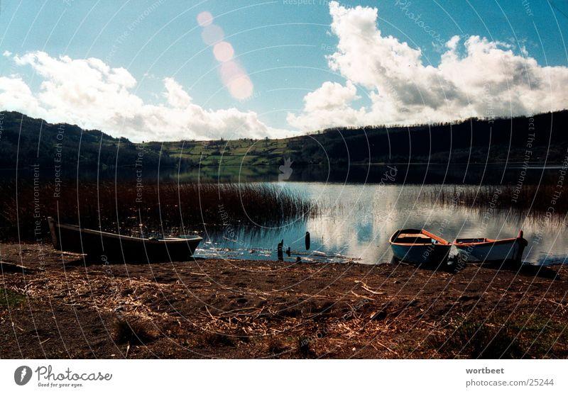 Seeblick ruhig Wolken See Wasserfahrzeug Küste Schilfrohr Chile Südamerika