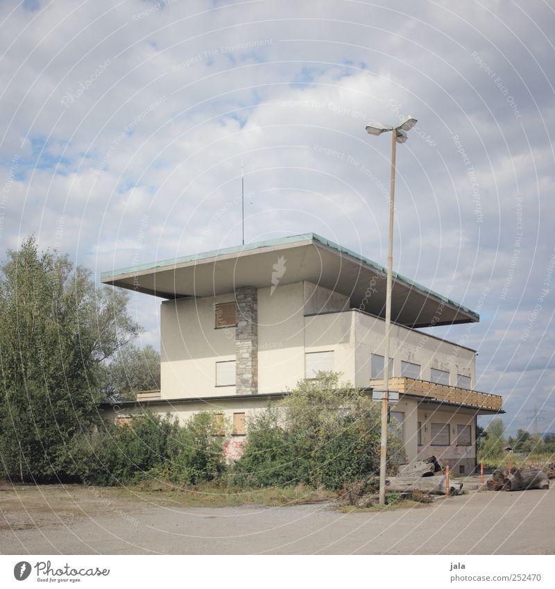 eventlocation Himmel Baum Pflanze Haus Architektur Gebäude modern trist Sträucher Bauwerk Sechziger Jahre Klassische Moderne Fünfziger Jahre Flachdach