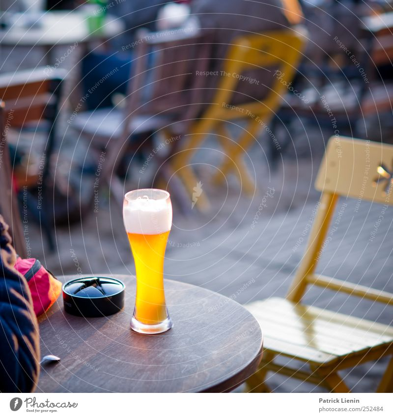 prickelt im Bauchnabel Freude Einsamkeit kalt Freiheit Glück hell Zufriedenheit Feste & Feiern Freizeit & Hobby ästhetisch Tisch Getränk Lifestyle trinken Stuhl Wunsch