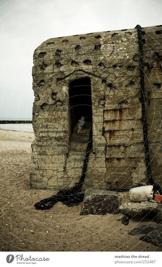 DÄNEMARK - XXXIX Umwelt Natur Landschaft Wasser Himmel Wolken Horizont schlechtes Wetter Nebel Regen Küste Strand Nordsee Menschenleer Ruine Bauwerk Gebäude