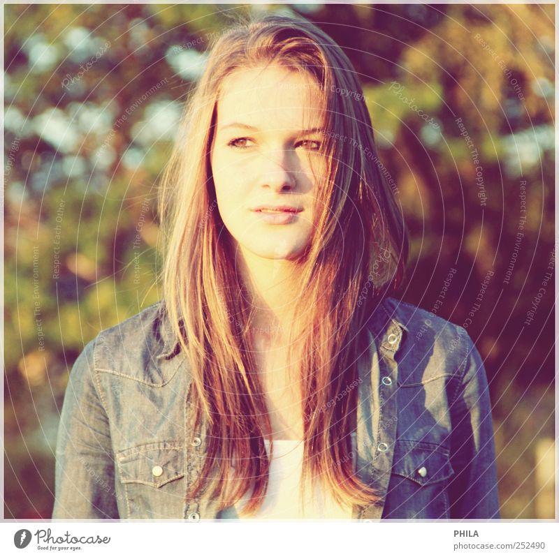 The world can wait Sonne feminin Junge Frau Jugendliche 1 Mensch Hemd brünett Denken entdecken genießen träumen warten Unendlichkeit schön natürlich Gefühle