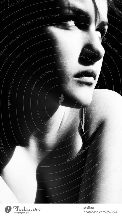 uncertainty feminin Mädchen Junge Frau Jugendliche Erwachsene Gesicht 1 Mensch 18-30 Jahre Denken Blick träumen Stimmung Verschwiegenheit Gelassenheit ruhig