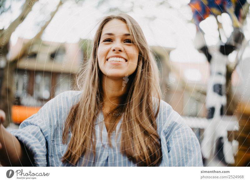 Lachen Mensch Ferien & Urlaub & Reisen schön Freude Gesicht Lifestyle Leben Liebe Gefühle feminin Stil Glück Haare & Frisuren Freundschaft Zufriedenheit