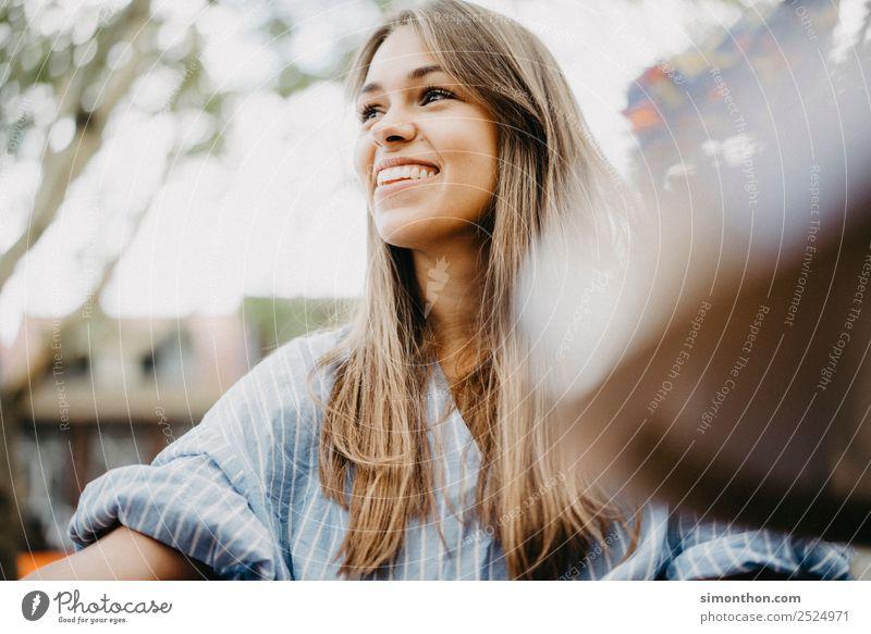 EasyLiving Mensch schön Freude Lifestyle Leben Gesundheit Liebe feminin Stil Glück Haare & Frisuren Zusammensein Freundschaft Zufriedenheit elegant Fröhlichkeit