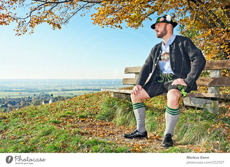 Bayrischer Herbst Mensch Himmel Mann Baum Blatt Erwachsene Erholung Wiese Gras Stil Horizont warten maskulin Lifestyle Bekleidung
