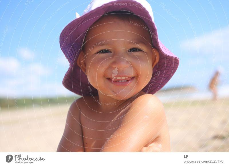 Kind Mensch Sommer Sonne Freude Strand Leben Gefühle Familie & Verwandtschaft lachen Spielen Mode Zufriedenheit Freizeit & Hobby Kindheit Fröhlichkeit