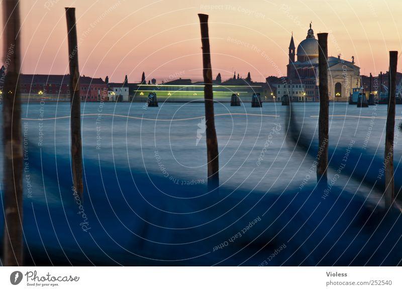 venice gondola Hafenstadt Altstadt Kirche Sehenswürdigkeit entdecken Venedig Riesenrad Lichter Lichteffekt Farbfoto Experiment Dämmerung Langzeitbelichtung