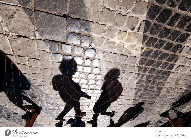 Anmache Mensch Menschengruppe Stil gehen Ausflug Streifen Zeichen Verkehrswege Gesellschaft (Soziologie) Kopfsteinpflaster Partnerschaft Surrealismus Fußgänger