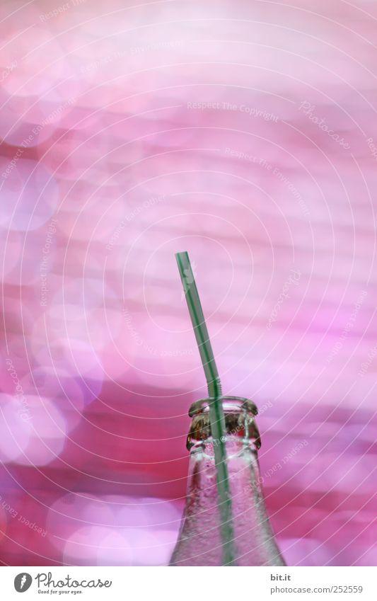 Rosa Pause... Feste & Feiern Lifestyle rosa glänzend offen Fröhlichkeit verrückt Trinkwasser Getränk Lebensfreude trinken Kitsch Veranstaltung Müll Flasche direkt