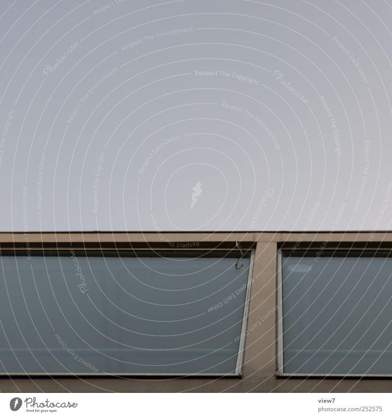 + Haus Hochhaus Bauwerk Gebäude Architektur Mauer Wand Fassade Fenster Glas Linie Streifen authentisch bedrohlich elegant modern unten Beginn ästhetisch