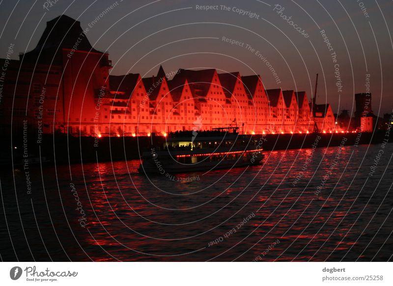 Kölner Lichter 2003/Rheinauhafen Langzeitbelichtung Nacht rot Architektur Hafen Brand