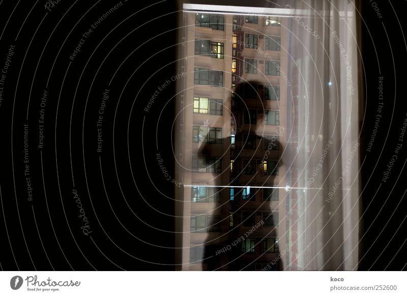 Am Fenster #2 Mensch 1 Nachthimmel Hongkong China Asien Stadt Hauptstadt Stadtzentrum Haus Hochhaus Gebäude Gardine Glas berühren Blick stehen träumen