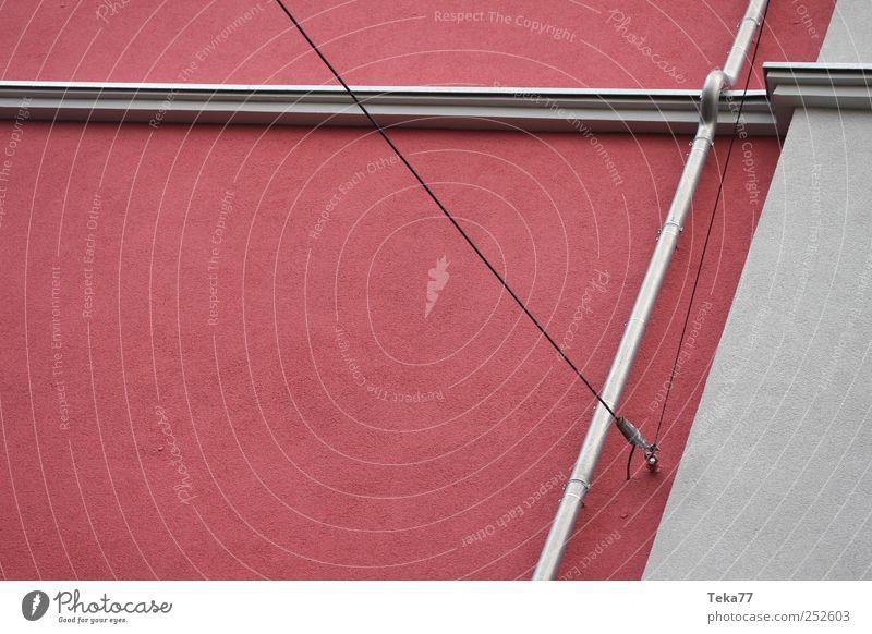 Linien, Farben und das Rohr Kunst Menschenleer Haus Bauwerk Gebäude Architektur Mauer Wand Dachrinne ästhetisch grau rot silber Langeweile Gedeckte Farben