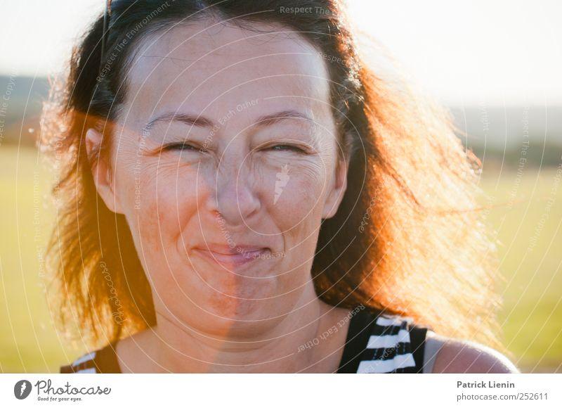 feeling good | Chamansülz Frau Mensch schön Freude Erholung feminin Erwachsene Kopf Glück lachen Stimmung Zufriedenheit frisch frei Fröhlichkeit leuchten