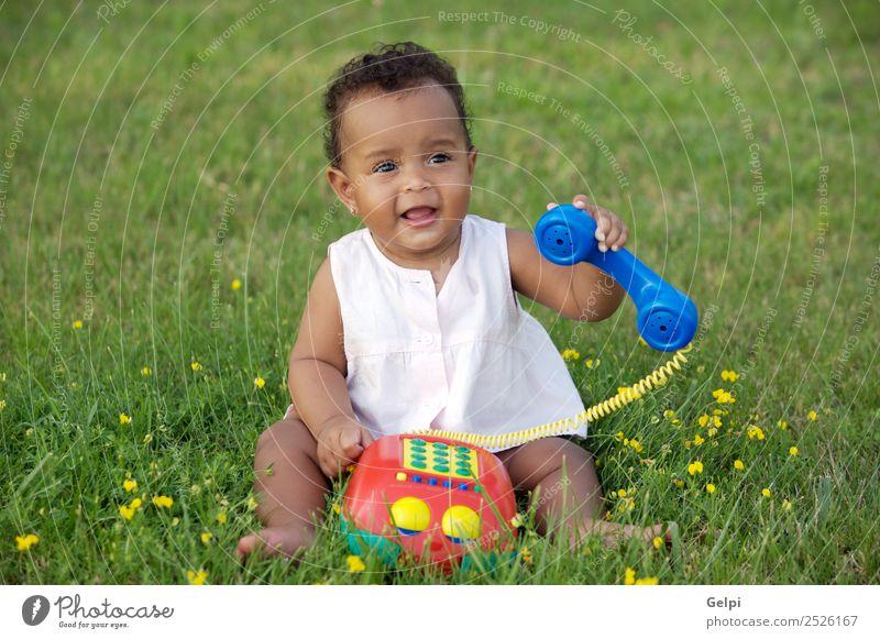 Kind Natur schön Farbe grün Blume schwarz Umwelt natürlich Wiese Gras Garten Spielen Freiheit frisch Baby