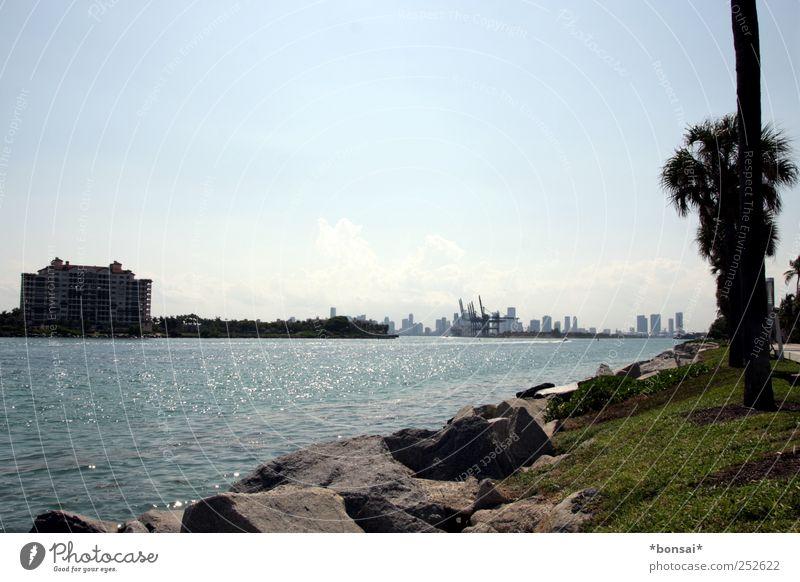 promi-island Himmel Pflanze Ferien & Urlaub & Reisen Meer Ferne Erholung Wiese Umwelt Küste hell Horizont glänzend Tourismus Insel Hafen Skyline