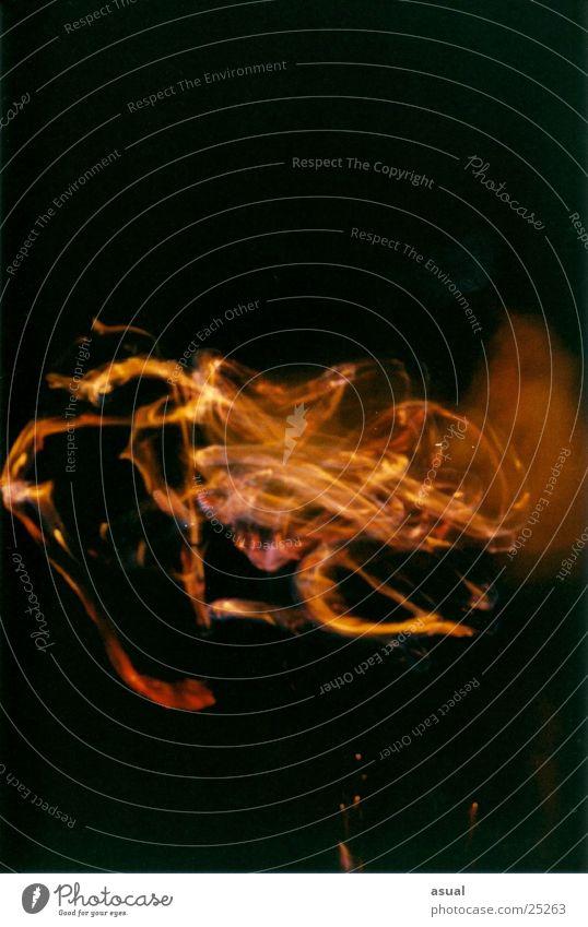spiel mit dem feuer... Nacht Langzeitbelichtung Brand Garten spiel... Außenaufnahme