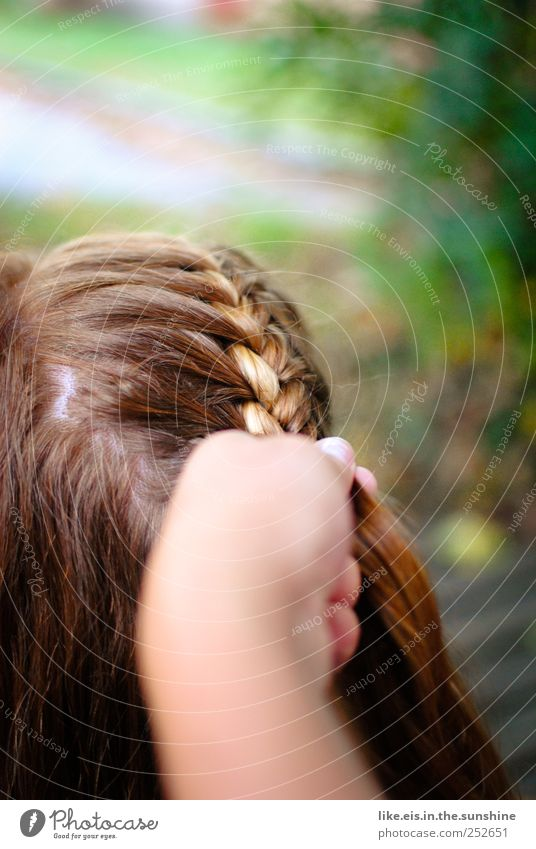 nach der wiesn ist vor der wiesn schön Spa ausgehen Feste & Feiern Frau Erwachsene Kopf Haare & Frisuren Arme Hand 1 Mensch brünett blond langhaarig Scheitel