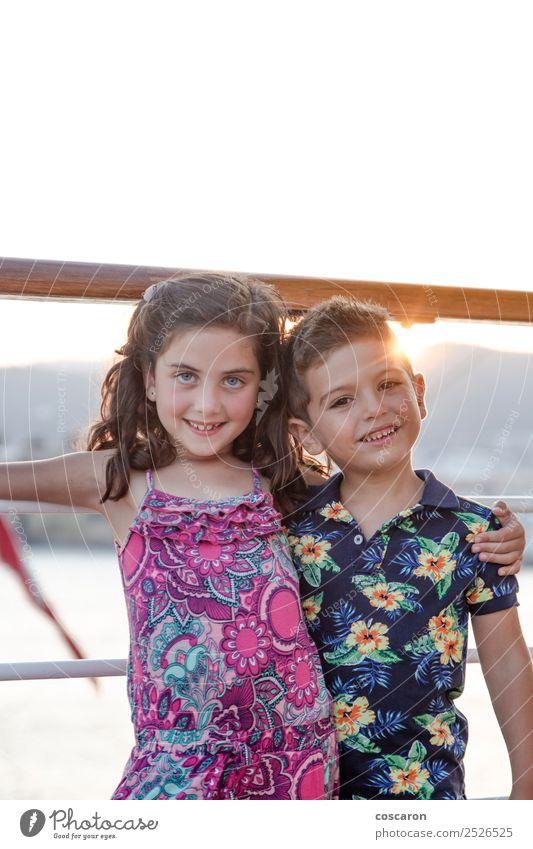 Porträt von zwei kleinen Freunden auf einer Kreuzfahrt im Sommer Freude Glück schön Spielen Garten Kind Mensch maskulin feminin Kleinkind Mädchen Junge Frau