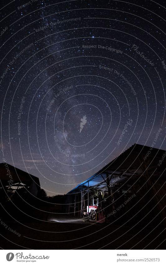 Mit dem Traktor zur Milchstraße Himmel blau schön Landschaft Ferne schwarz Freiheit Horizont ästhetisch Abenteuer Zukunft Stern groß Coolness Weltall