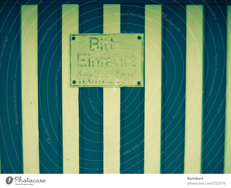 Der zerschnittene Wurm vergibt dem Pflug. Häusliches Leben Stadtzentrum Garage Garagentor Fassade Metall Schilder & Markierungen Hinweisschild Warnschild blau