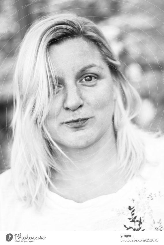 blanche comme la neige, mais plus chaude [CHAMANSÜLZ 2011] Frau Mensch Jugendliche weiß schön Gesicht feminin Kopf Erwachsene Haare & Frisuren blond Freundlichkeit Lächeln direkt Junge Frau