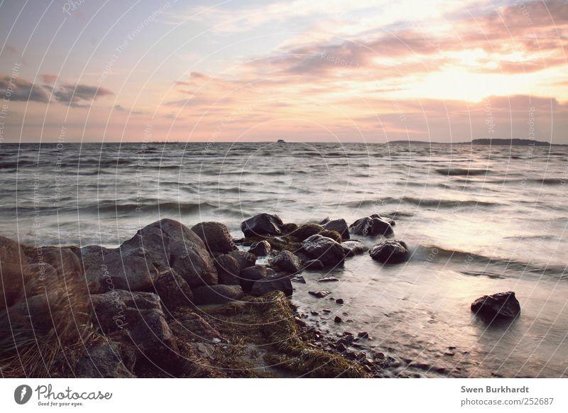 am abend geht die Sonne unter Wasser Ferien & Urlaub & Reisen Sommer Strand Meer Wolken Ferne Freiheit Luft Küste Wellen Horizont Ausflug Tourismus Insel