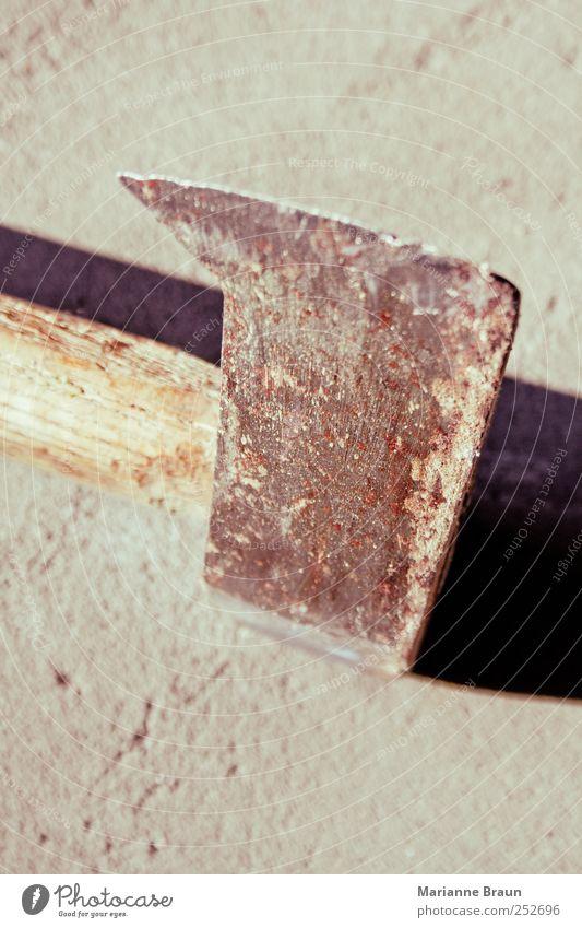 Holzspalter alt grau Holz braun authentisch stehen einfach retro Scharfer Gegenstand Rost Teilung Stahl Werkzeug ländlich Eisen Griff