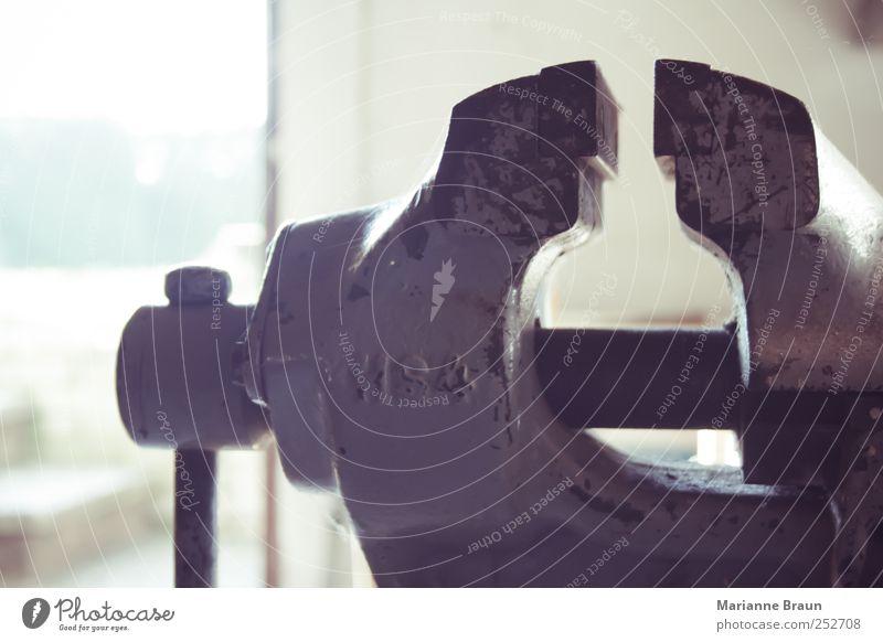 Schraubstock Werkzeug Stahl grau Kraft schraubstock Schraubzwinge Metall Arbeitsgeräte befestigen spannen Befestigung klemmzwinge Handwerk Drehgewinde Eisen