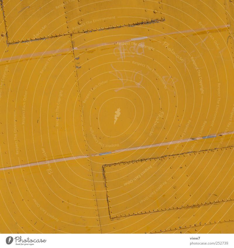 oberflächlichkeit Baustelle Mauer Wand Fassade Metall Stahl Rost Linie Streifen alt authentisch dreckig einfach fest groß einzigartig retro schön gelb Beginn