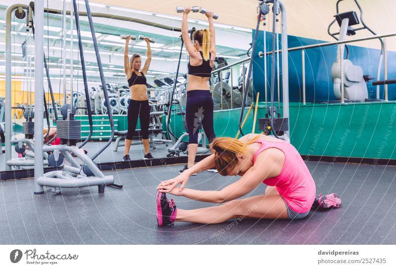 Frau Mensch schön Erotik Lifestyle Erwachsene Sport Glück Menschengruppe Freizeit & Hobby Körper Lächeln Fröhlichkeit Aktion authentisch Fitness