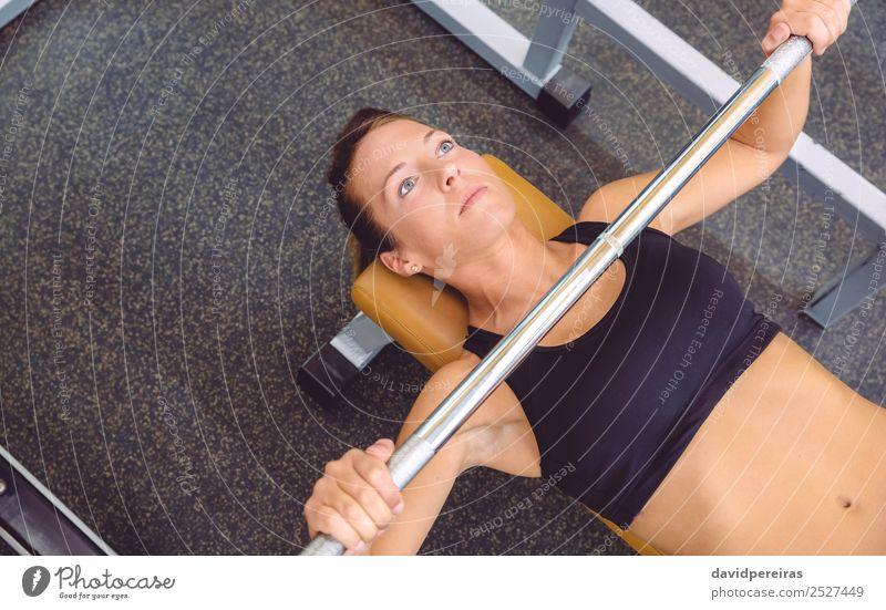 Frau Mensch schön Lifestyle Erwachsene Sport Arbeit & Erwerbstätigkeit Körper Kraft Aktion authentisch Arme Fitness Bank stark muskulös