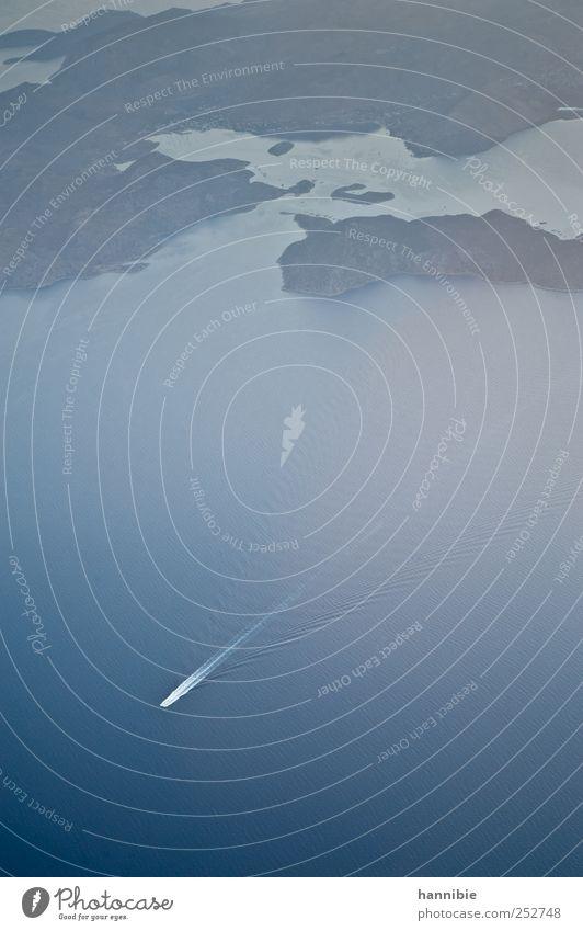 drüberflieger blau weiß Ferien & Urlaub & Reisen Sommer Meer Wasserfahrzeug Wellen fliegen Insel Luftverkehr Motorboot Bootsfahrt Sportboot