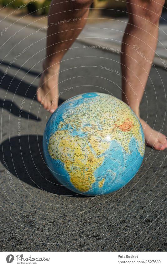 #S# Weltfußball Umwelt Natur Freude Erde Globus Fuß Fußball Asphalt Spielen Spieler treten Schuss Planet Barfuß Kugel Kontinente Landkarte blau Farbfoto