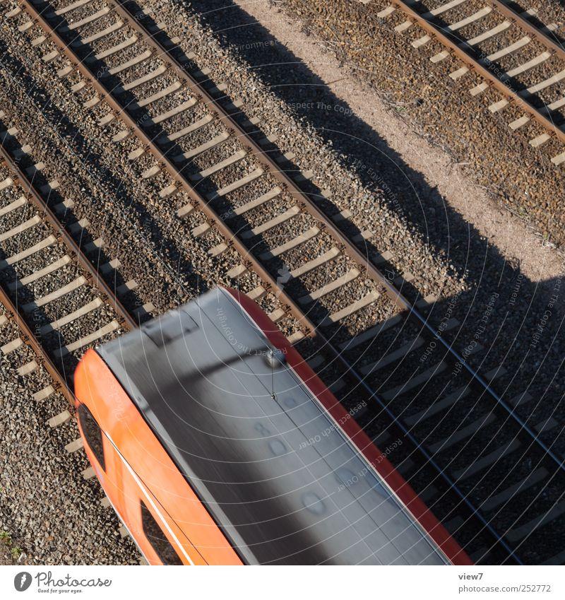 Regionalverkehr rot Metall Linie Beginn modern Verkehr Eisenbahn ästhetisch authentisch Streifen fahren einfach Güterverkehr & Logistik Gleise